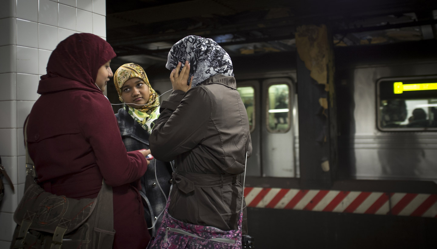 muslim-girls-subway-nyc